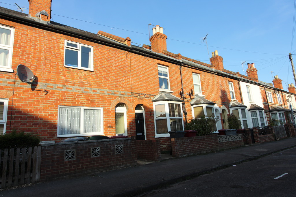 3 Bedrooms Terraced House for sale in Kings Road, Caversham RG4