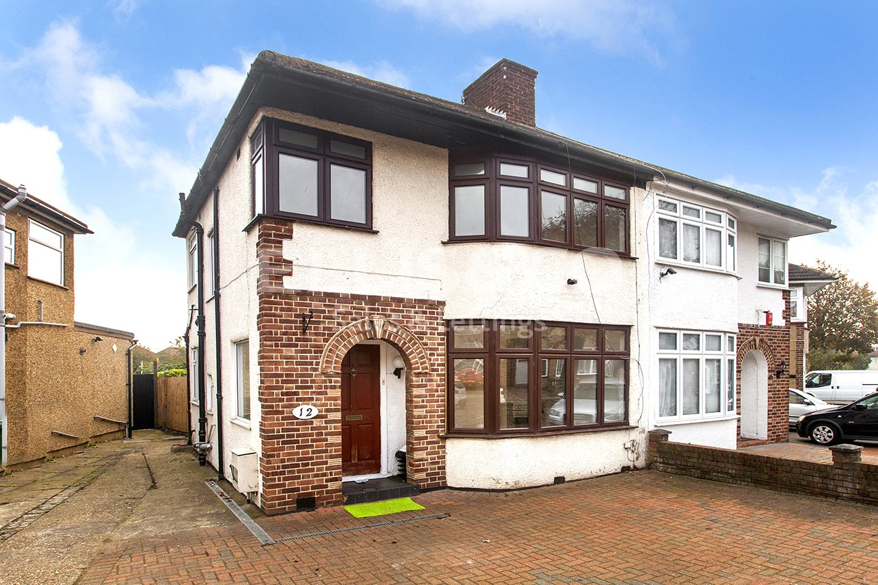 3 Bedrooms Semi Detached House for sale in Bellamy Drive Stanmore Middlesex HA7