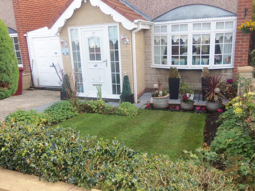 3 Bedrooms Detached House for sale in Court Avenue, Halewood, Liverpool L26