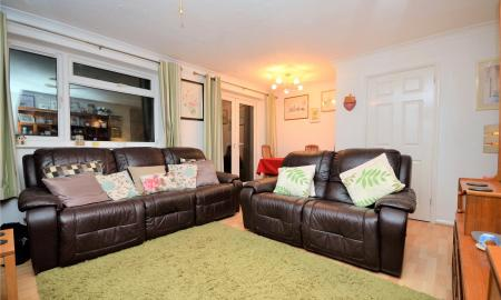 Meadow Way Theale Reading RG7 Image 7