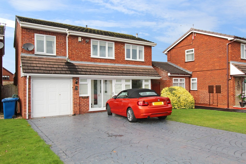4 Bedrooms Detached House for sale in Littlecote, Riverside B79