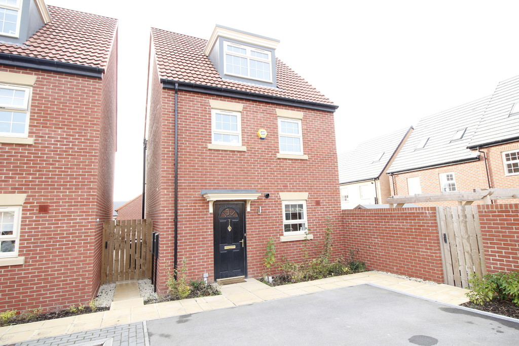 4 Bedrooms Detached House for sale in Thornlow Close, Featherstone, WF7