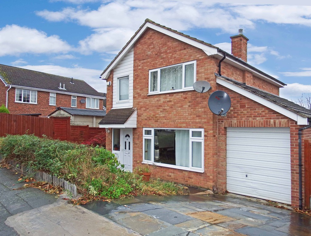 3 Bedrooms Detached House for sale in Althorpe Drive, Loughborough LE11