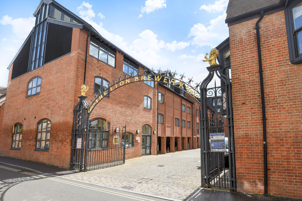 2 Bedrooms Apartment Flat for sale in The Lion Brewery, St Thomas's Street OX1