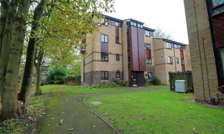 St. Pauls Court Reading Berkshire RG1 Image 1