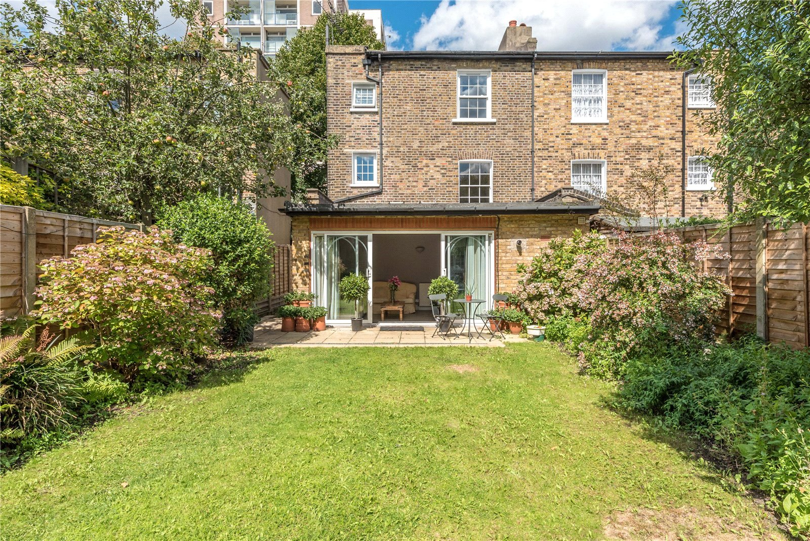 4 Bedrooms Semi Detached House for sale in Buckingham Road Islington London N1