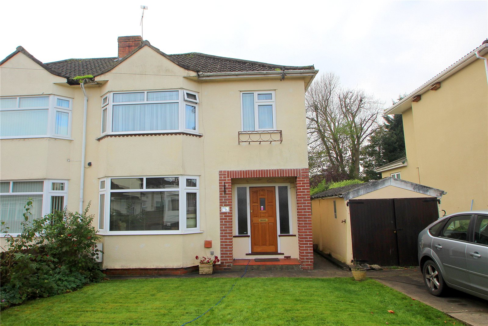 3 Bedrooms Semi Detached House for sale in Fairway Brislington Bristol BS4