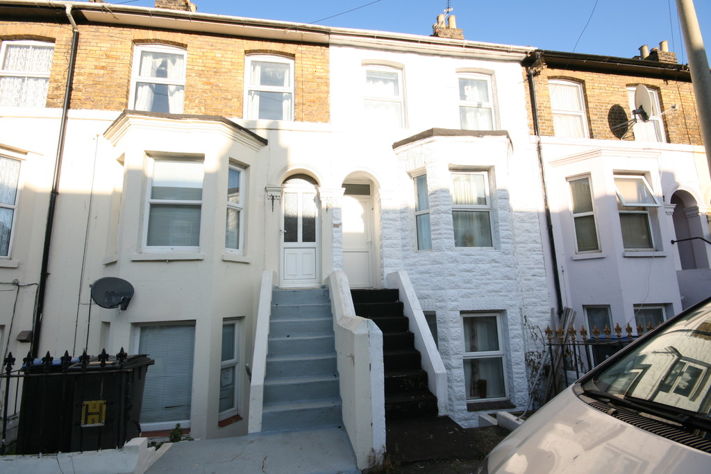 3 Bedrooms Terraced House for rent in Avenue Road, Dover CT16