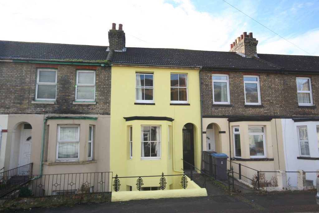3 Bedrooms Terraced House for sale in Heathfield Avenue, Dover CT16