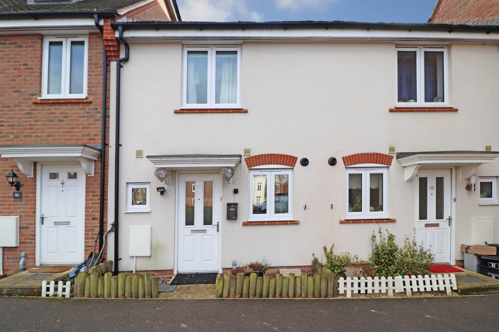 2 Bedrooms Terraced House for sale in Orchard Close, Burgess Hill RH15