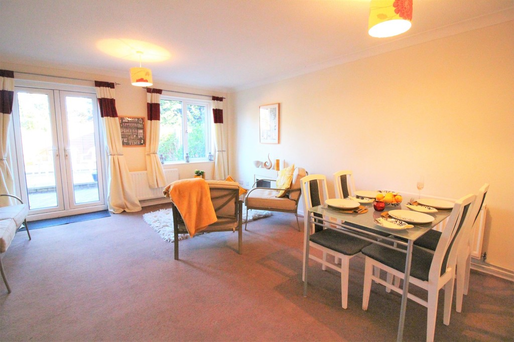 3 Bedrooms Terraced House for sale in New Milton, Hampshire BH25