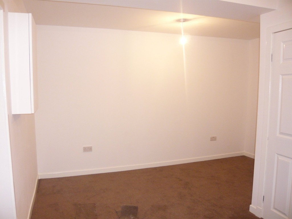 2 Bedrooms Flat for rent in Bridge Street, Dunfermline KY12