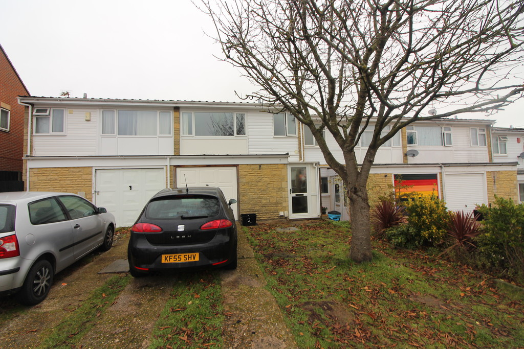 3 Bedrooms Terraced House for rent in Hanwood Close, Woodley RG5
