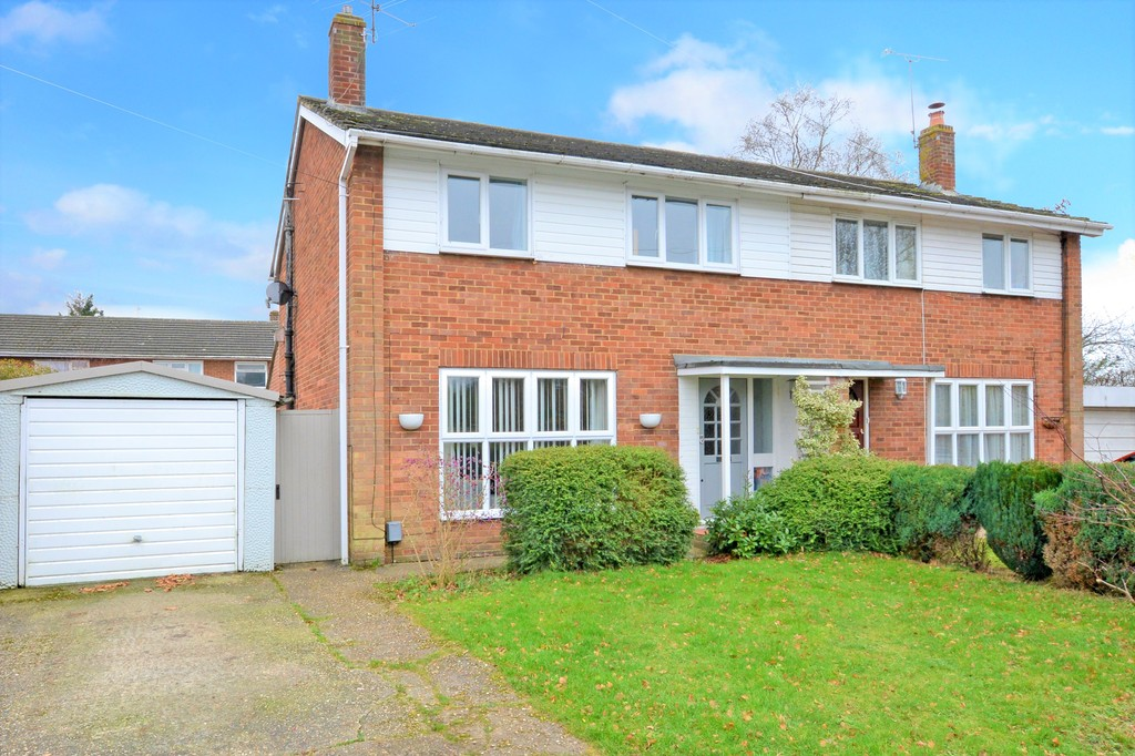 3 Bedrooms Semi Detached House for sale in York Road, Ash GU12