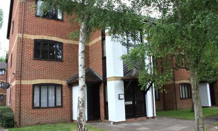 Pennyroyal Court Reading Berkshire RG1 Image 1