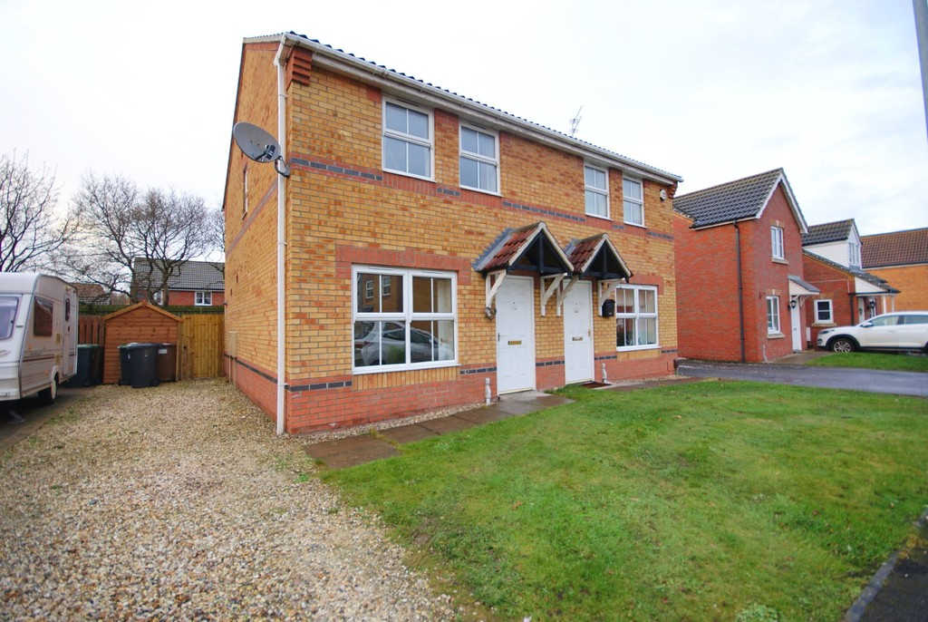3 Bedrooms Semi Detached House for sale in Fox Covert, South Hykeham, Lincoln LN6