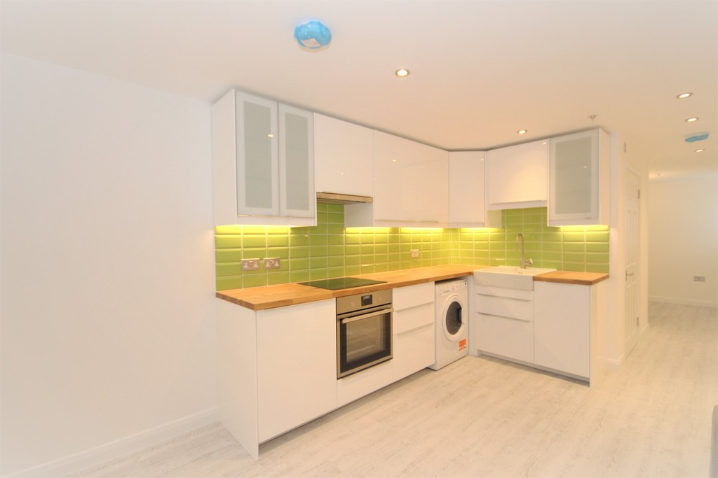 1 Bedroom Apartment Flat for sale in Hummer Road , Egham TW20
