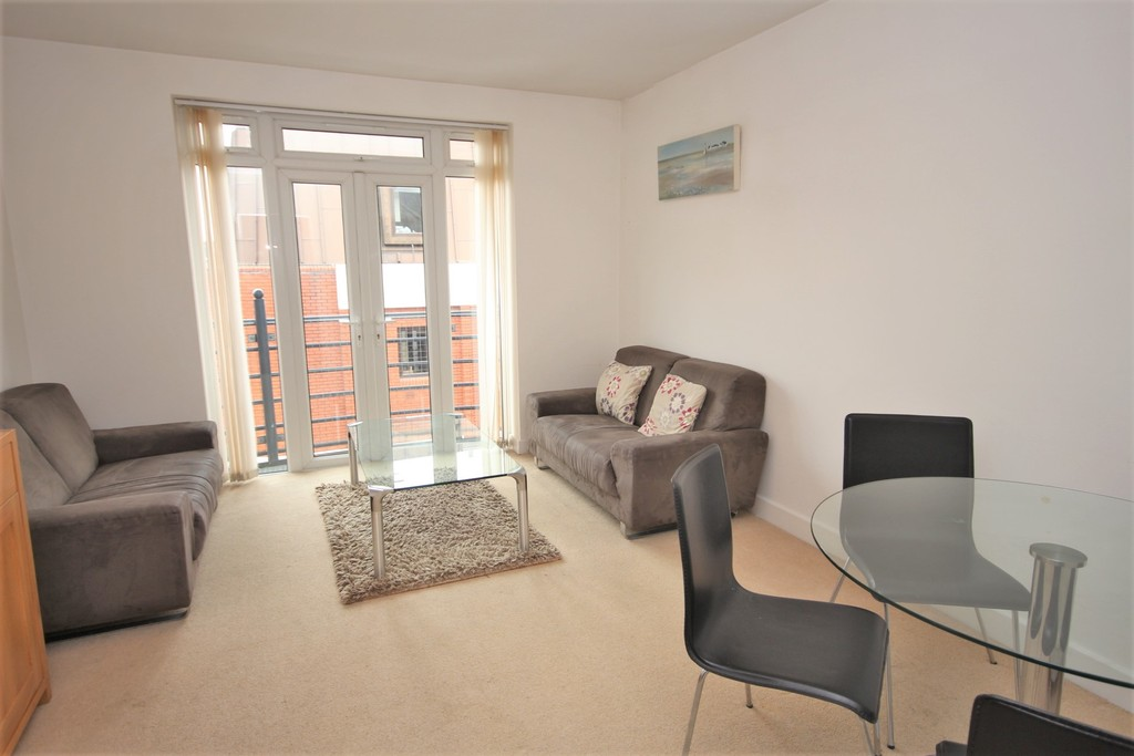 2 Bedrooms Apartment Flat for sale in Henley Court , Egham TW20