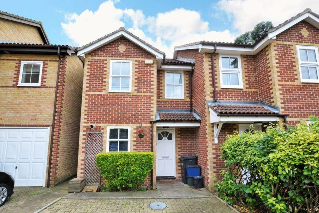 3 Bedrooms Semi Detached House for sale in Morris Close, London CR0
