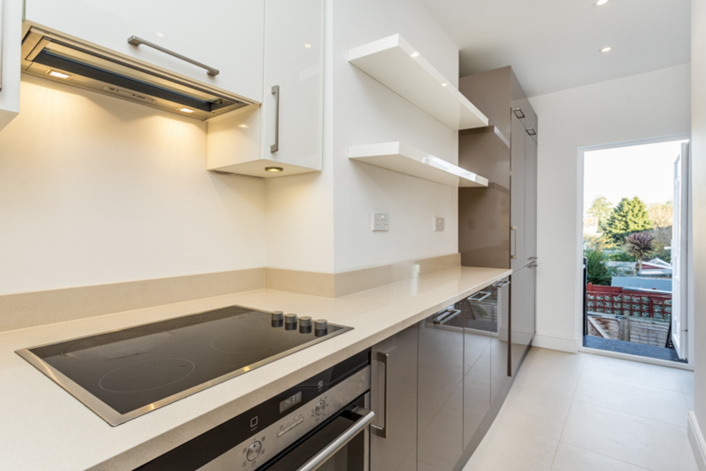 2 Bedrooms Maisonette Flat for sale in Abbey Road, Wimbledon SW19