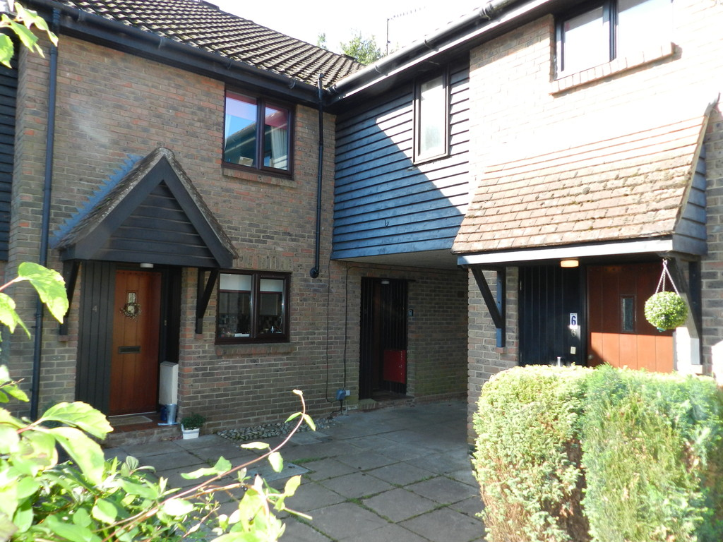 3 Bedrooms Terraced House for sale in LANGSHOTT RH6