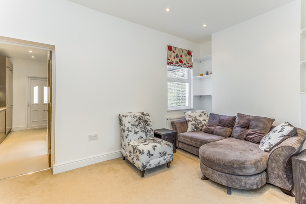 2 Bedrooms Maisonette Flat for sale in South Wimbledon, SW19 SW19