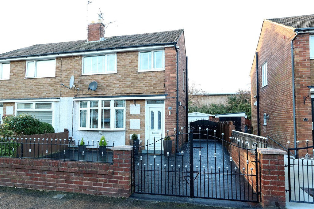 3 Bedrooms Semi Detached House for sale in Holbeck Avenue FY4