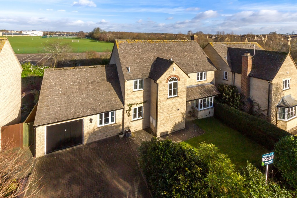 4 Bedrooms Detached House for sale in Kingsfield Crescent, Witney OX28