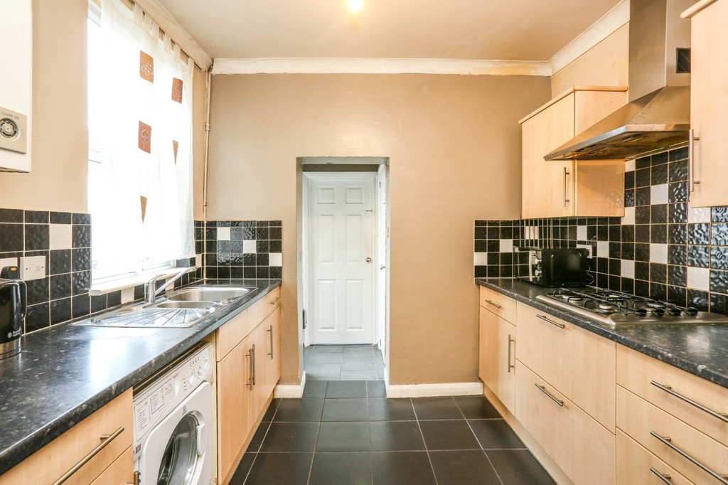 3 Bedrooms Terraced House for sale in Mitcham Road, Croydon CR0