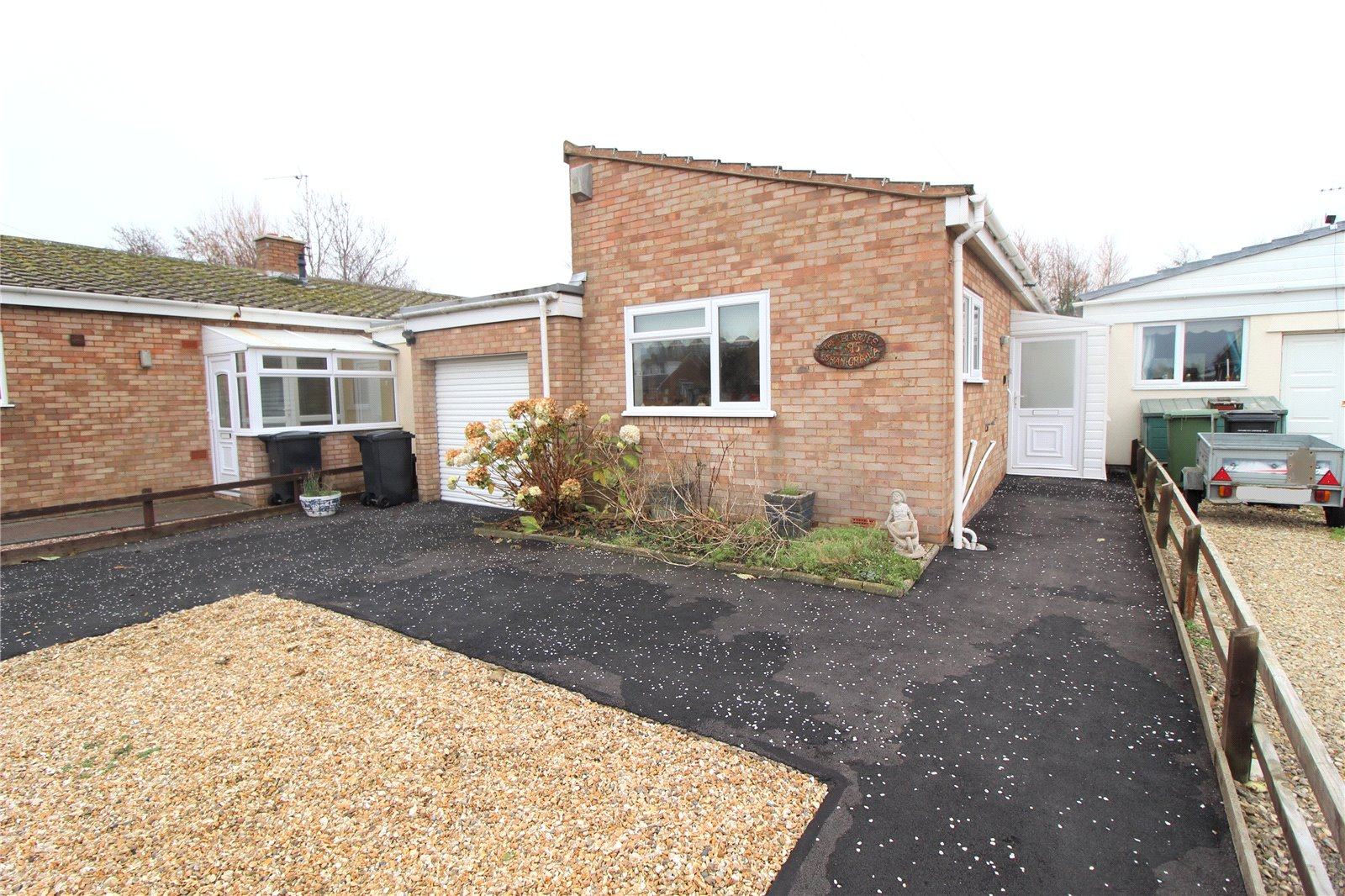 2 Bedrooms Bungalow for sale in Maple Drive Burnham on Sea Somerset TA8