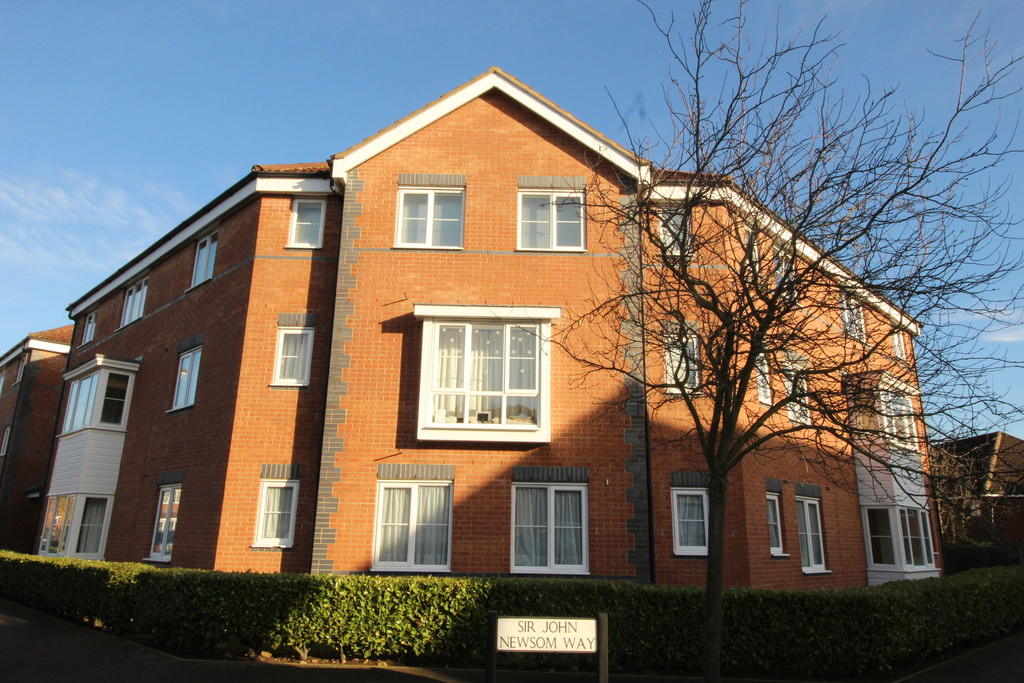 2 Bedrooms Apartment Flat for sale in Sir John Newsome Way, Welwyn Garden City AL7