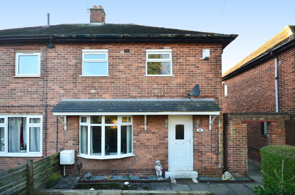 3 Bedrooms Semi Detached House for sale in Brewester Road, Bucknall, Stoke-on-Trent ST2