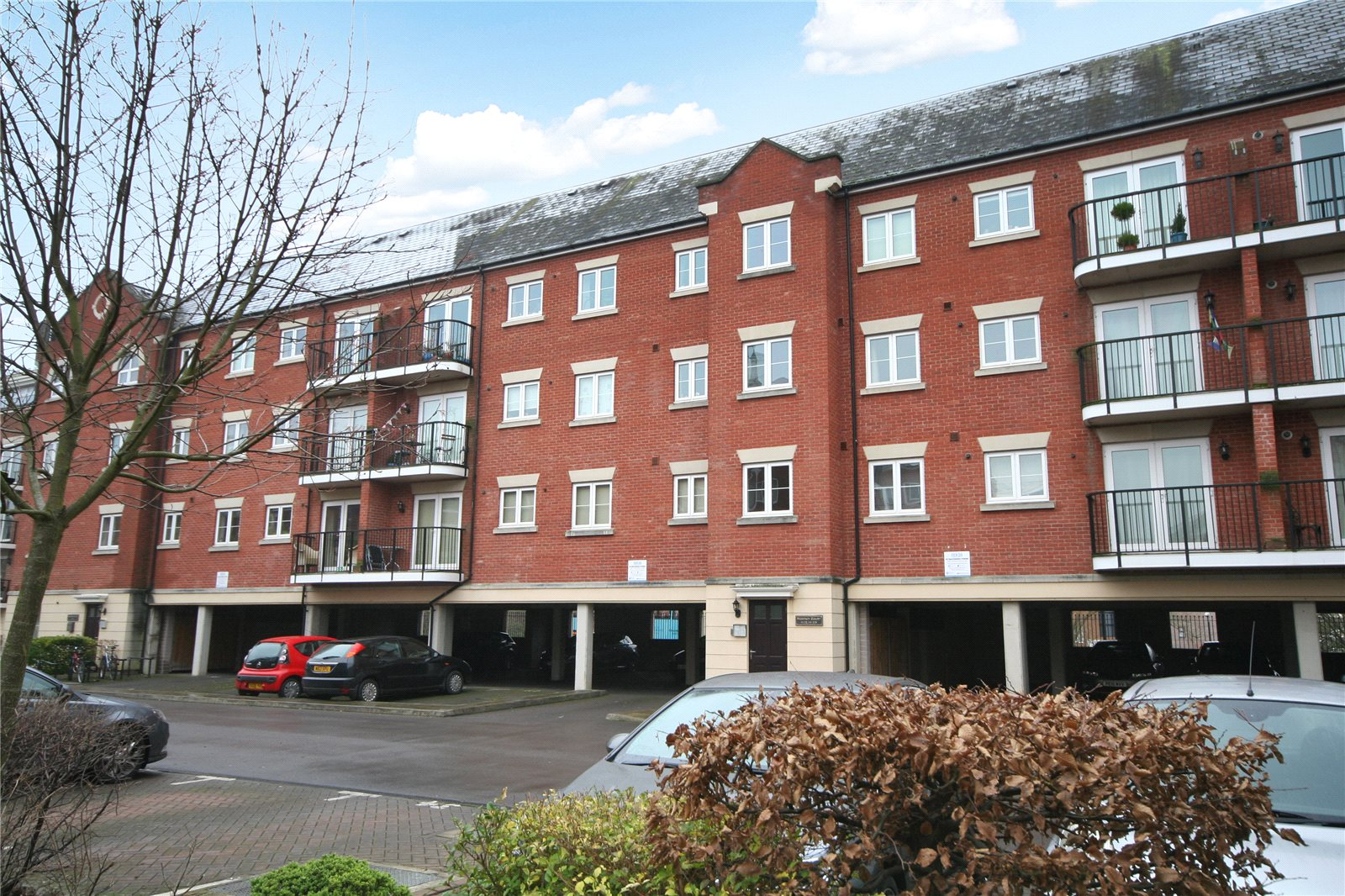 2 Bedrooms Flat for sale in Regency Court Brookbank Close Cheltenham GL50