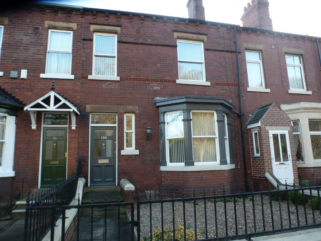 3 Bedrooms Terraced House for sale in Denby Dale Road, Thornes WF2