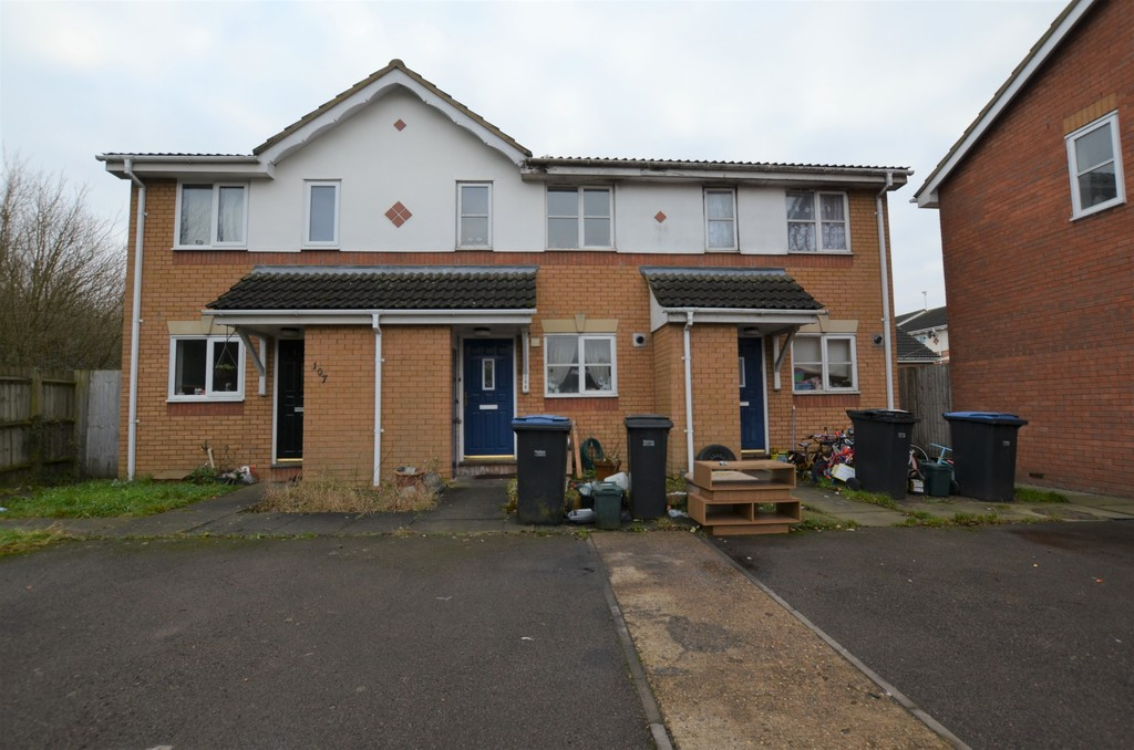 2 Bedrooms Terraced House for sale in Challinor, Church Langley CM17