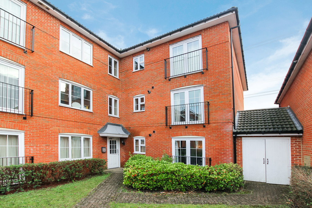 2 Bedrooms Apartment Flat for sale in Cotswold Drive, Stevenage SG1