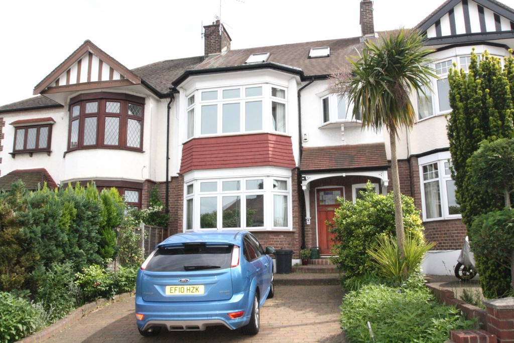 4 Bedrooms Terraced House for sale in Overton Drive, Wanstead E11