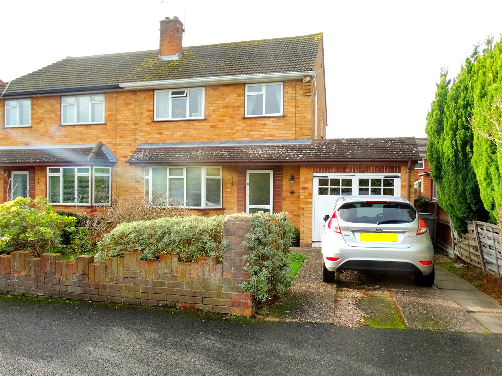 3 Bedrooms Semi Detached House for sale in Links View Crescent WORCESTER Worcesershire WR5