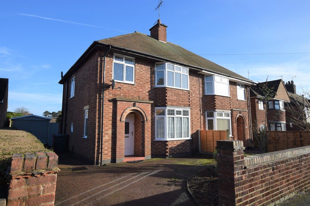3 Bedrooms Semi Detached House for sale in Woodland Road, Hinckley LE10