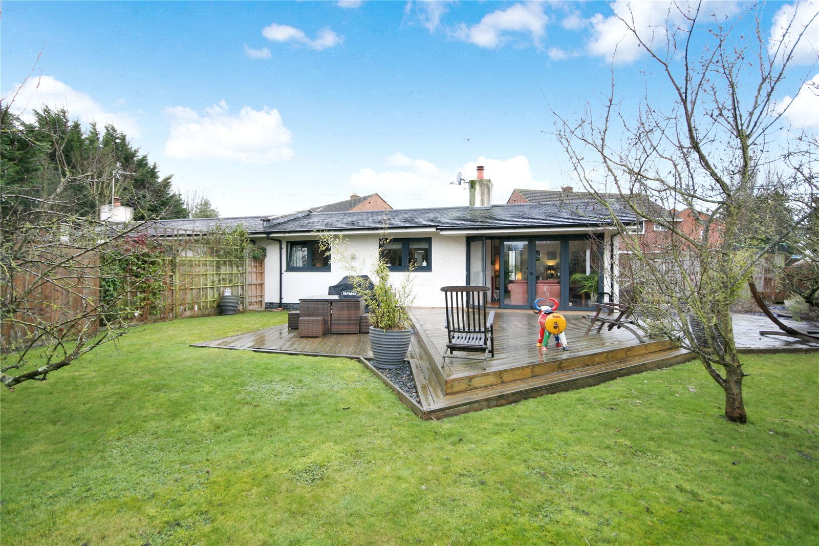 3 Bedrooms Bungalow for sale in Daylesford Close Cheltenham GL51