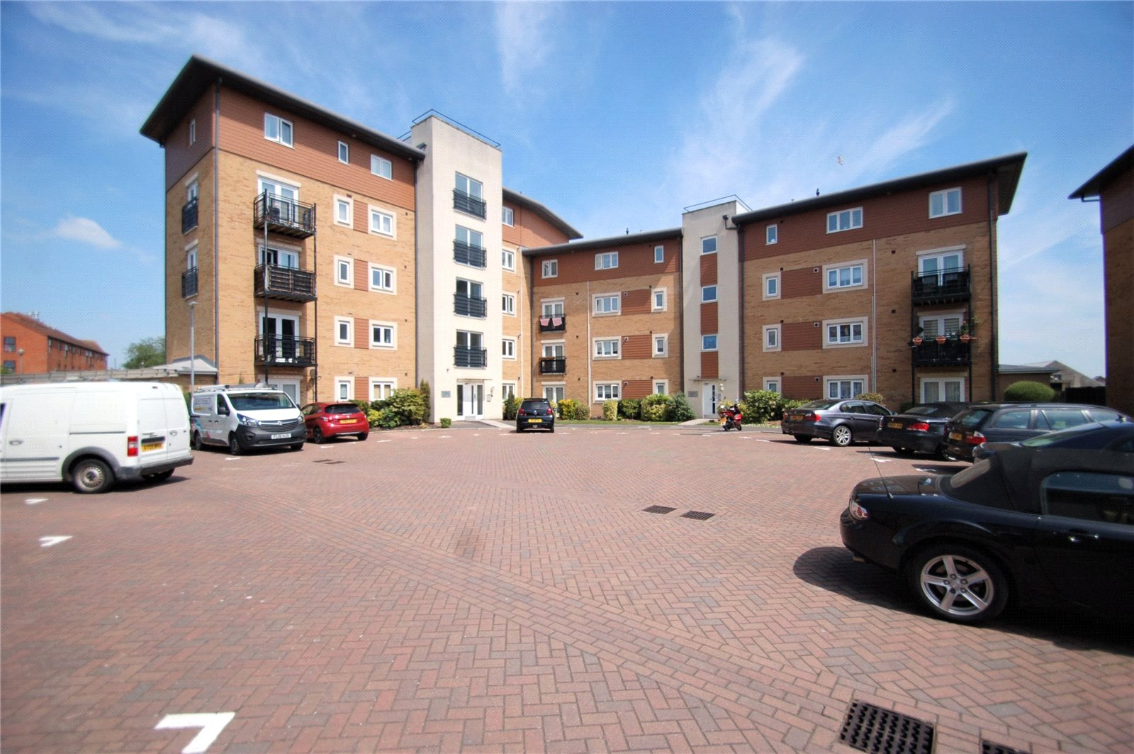 2 Bedrooms Flat for sale in Manley Gardens Bridgwater Somerset TA6
