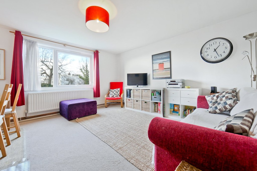 3 Bedrooms Flat for sale in Priory Crescent, Upper Norwood SE19