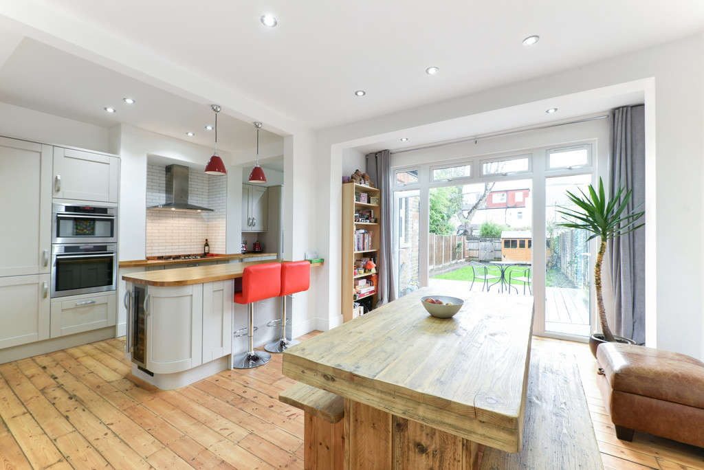 4 Bedrooms Terraced House for sale in Cromwell Road, Beckenham BR3