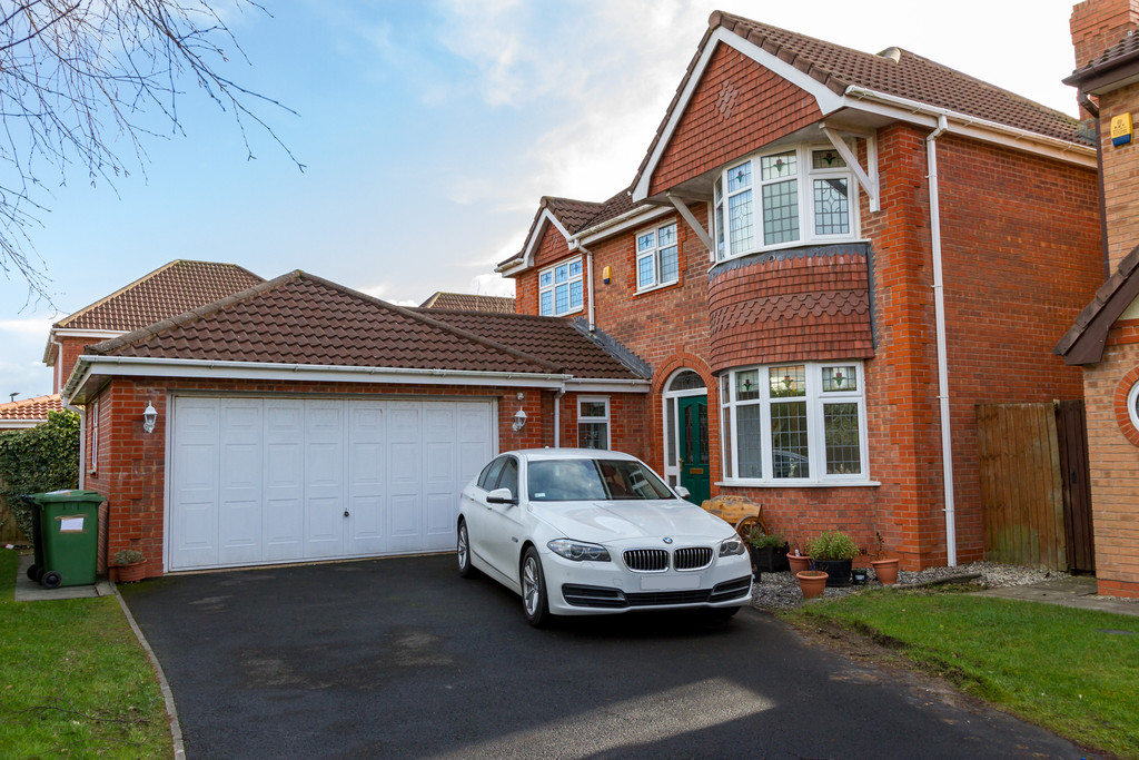 4 Bedrooms Detached House for sale in Hornsea Close, Thornron Cleveleys FY5