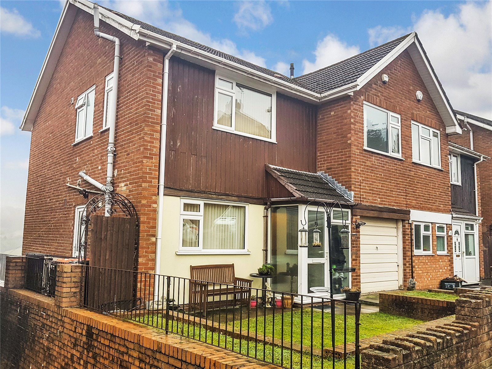 4 Bedrooms Semi Detached House for sale in Yewberry Lane Malpas Newport NP20