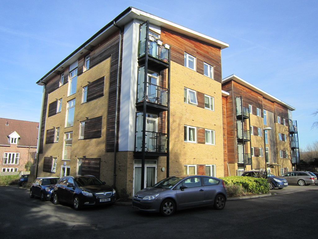 2 Bedrooms Apartment Flat for sale in Brunell Close, Maidstone ME16