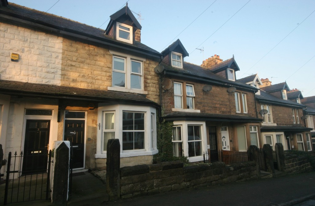 3 Bedrooms Terraced House for sale in North Lodge Avenue, Harrogate HG1