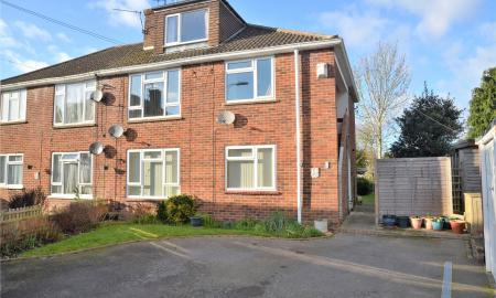 Andrews Close Theale Reading RG7 Image 1