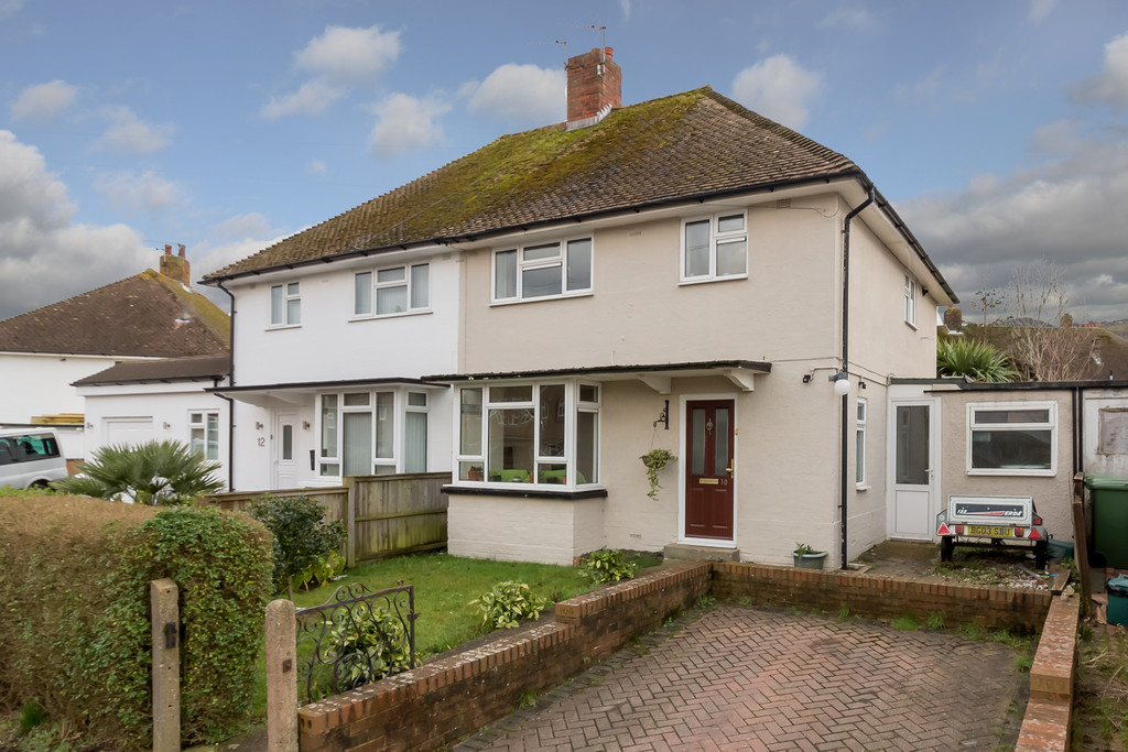 3 Bedrooms Semi Detached House for sale in Roman Way, Folkestone CT19