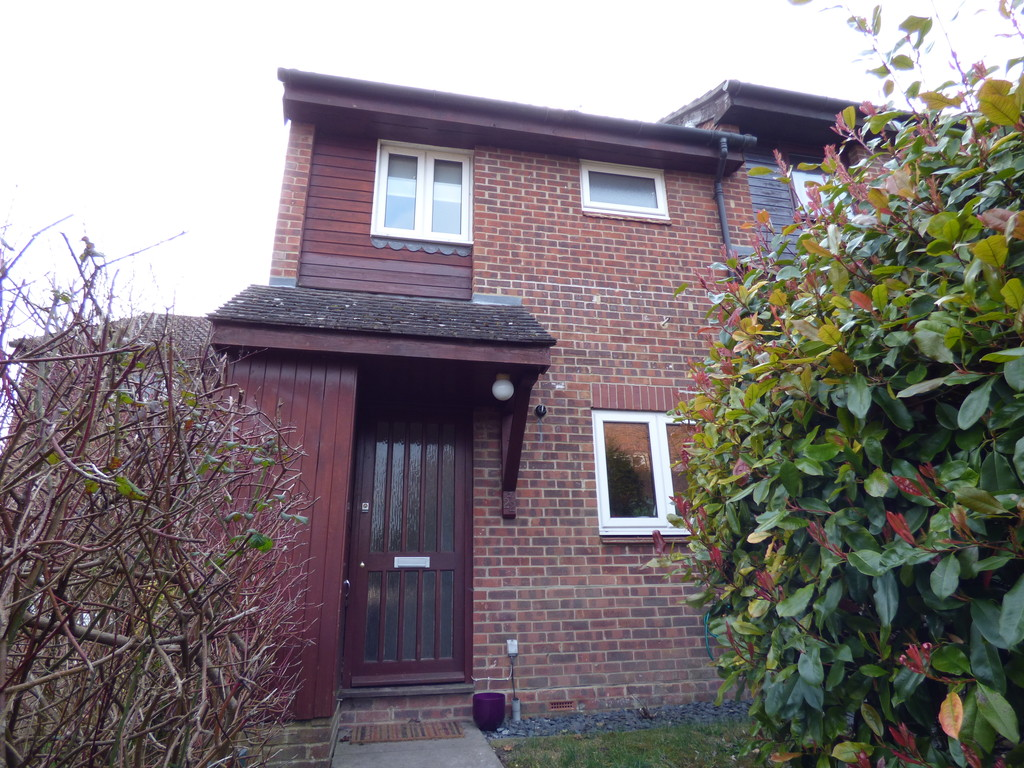 2 Bedrooms Terraced House for sale in Lowden Close, Badger Farm SO22